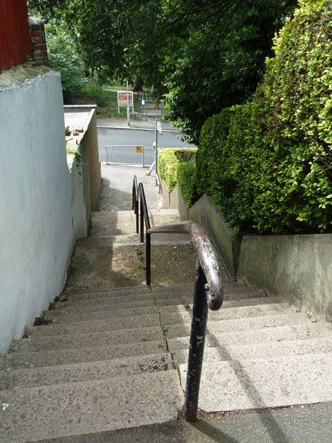 Steps down from Wharncliffe Gardens to Wharncliffe Road