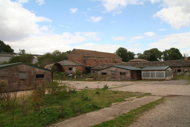 Buildings at Lake Farm