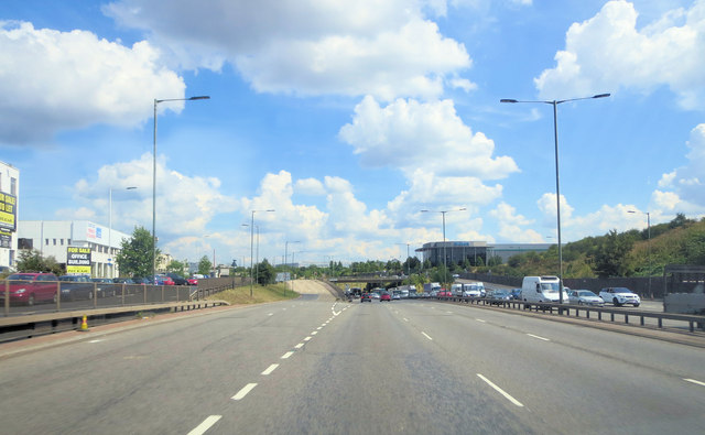 A406 northeast of the Grand Union Canal