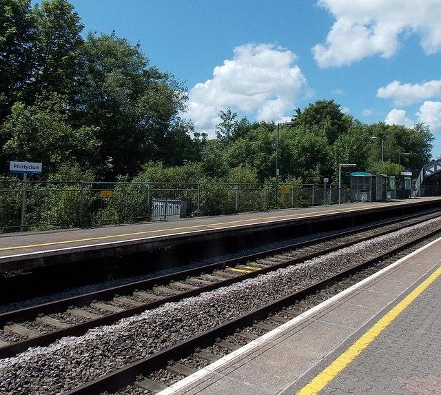 Pontyclun railway station platform