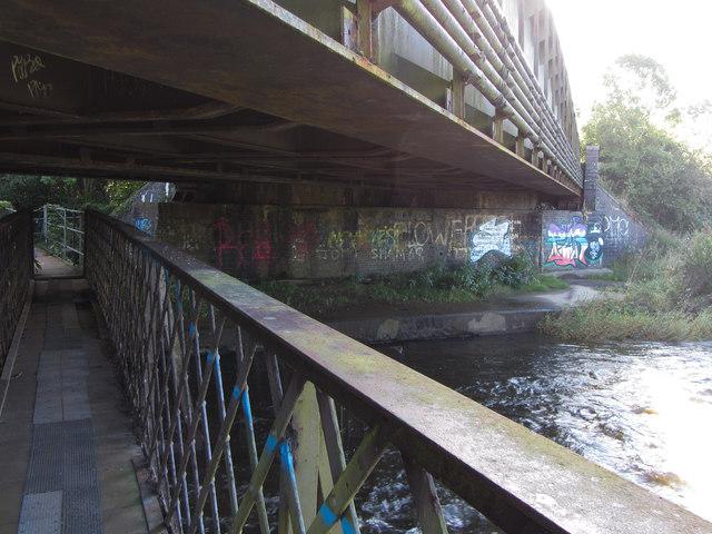 Bridge beneath a bridge over the Ely River