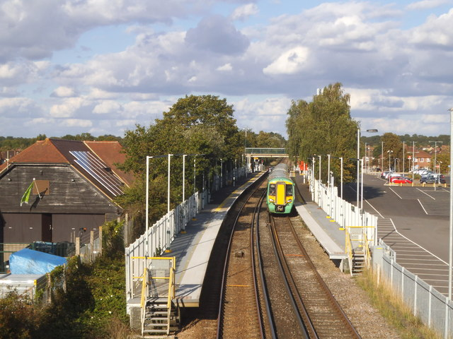 Train arriving at Ashtead Station