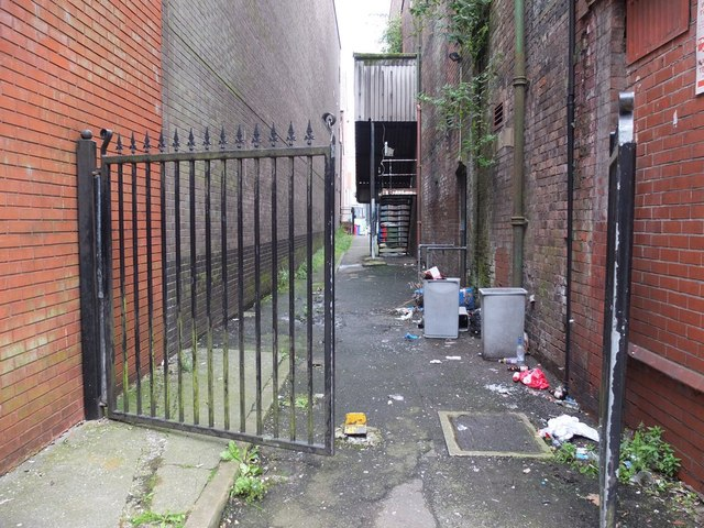 Gated alley between King Street and Library Street, Wigan