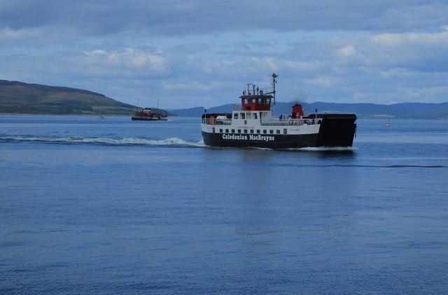 Ferry and PS Waverley approaching Lochranza