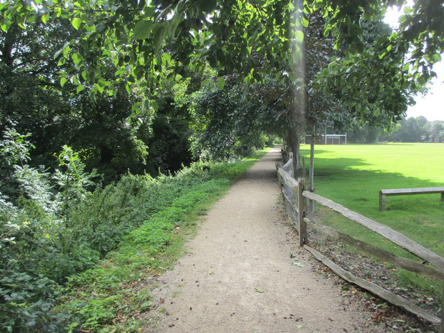 Footpath between River Lavant and Westgate Fields