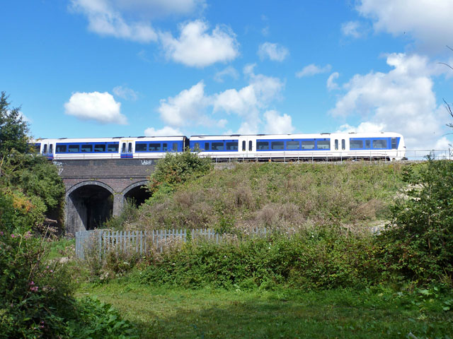 Chiltern Railways crosses the River Pinn