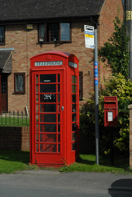 Phone box and post box in Saul