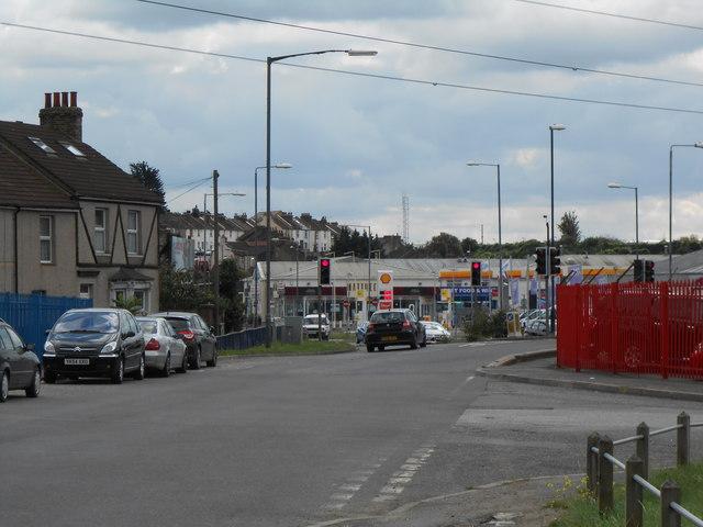 Lower Road Northfleet, looking towards Stonebridge Road