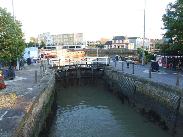 Lock at the entrance of Gravesend Marina