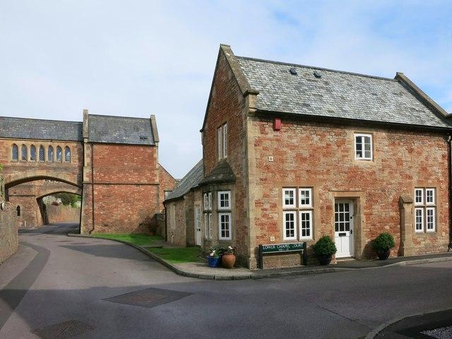 Lower Chapel Court, South Horrington