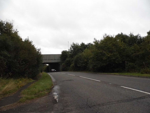 Woodlands Road going under the M25