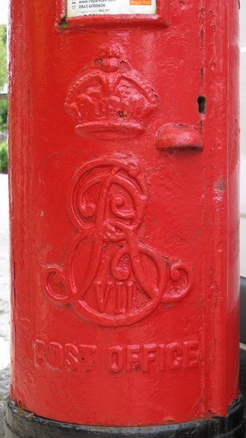 Edward VII postbox, Hartington Road, BN2 - royal cipher