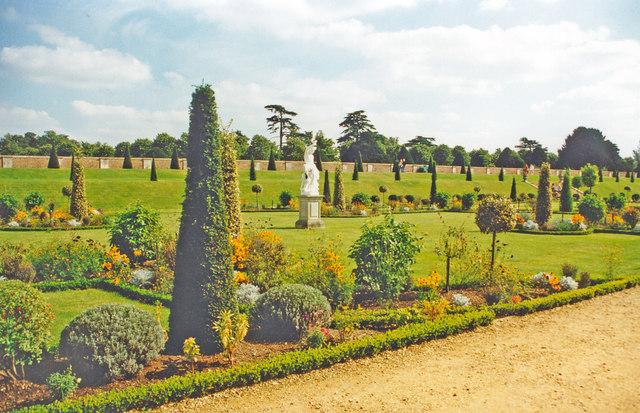 Hampton Court Palace, privy gardens