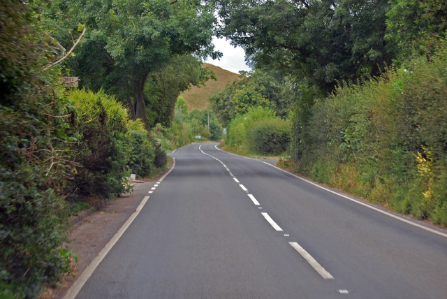 B3139 approaching Barrow Hill, near Theale
