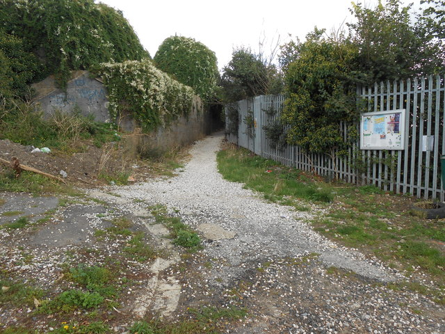 Footpath off South Kent Avenue, Northfleet (1)