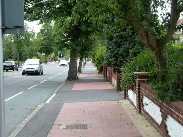 Red paving, South Eden Park Road