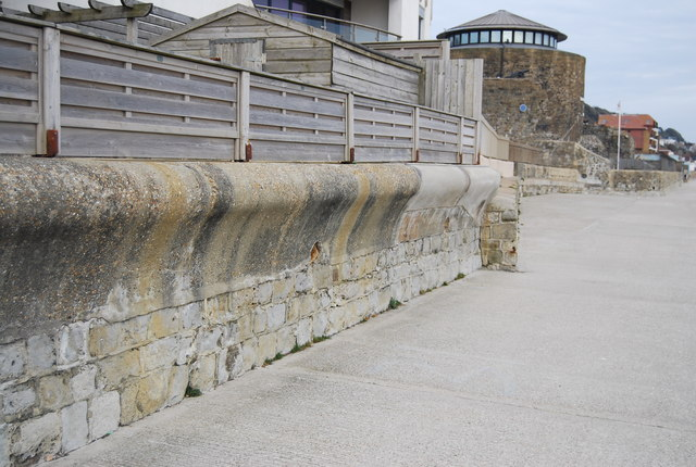 Curved seawall