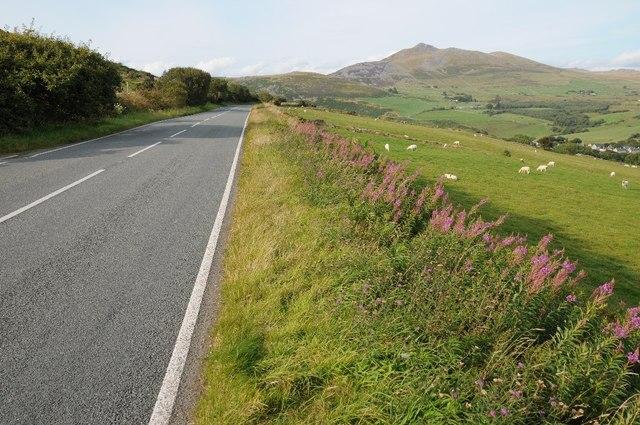 The B4417 approaching Llanaelhaearn