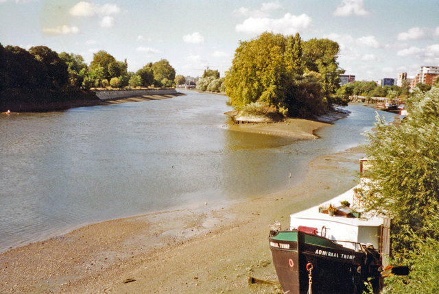 Upstream on River Thames to Brentford Ait from Kew Bridge