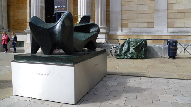 Henry Moore sculpture outside the Ashmolean Museum, Oxford