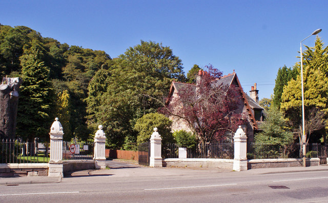 Entrance to Tomnahurich Cemetery