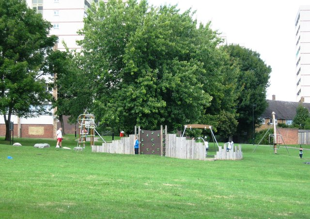 Play area off Lavender Hill