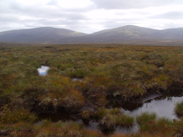Gloriously boggy ground on a ridge between Eidart and Eindart, Glenfeshie