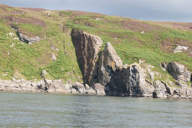 Volcanic dyke at Port na Luinge, Islay