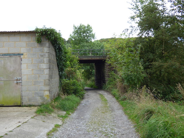 Embsay: Railway bridge over footpath