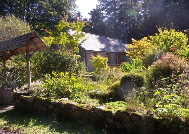 Access to a pair of old  terraced cottages with a shared garden