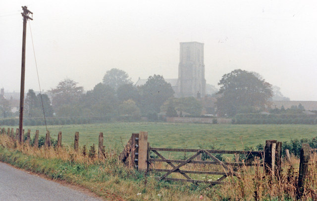 Cawston: St Agnes church, in autumn mist 1986
