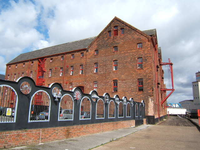 Former warehouse by the River Hull