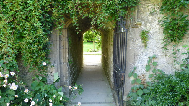 Into the gardens of Worcester College, Oxford