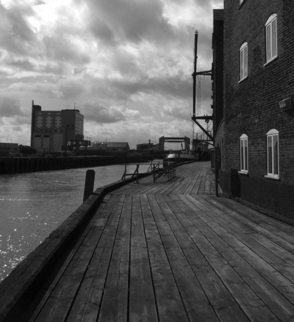 Boardwalk beside the River Hull