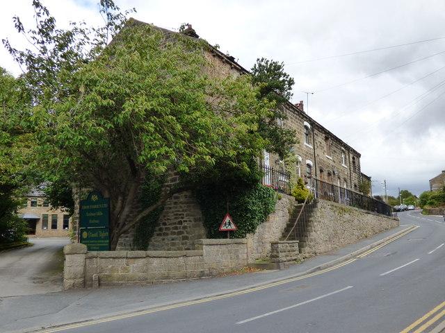 Embsay: Terrace houses on Skipton Road