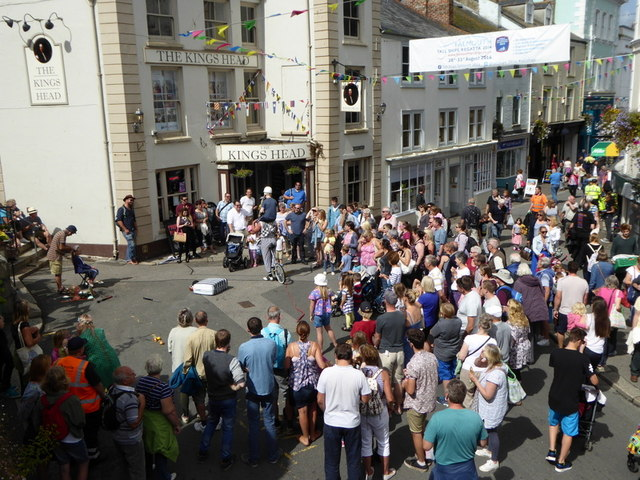 Watching street entertainers in Market Street