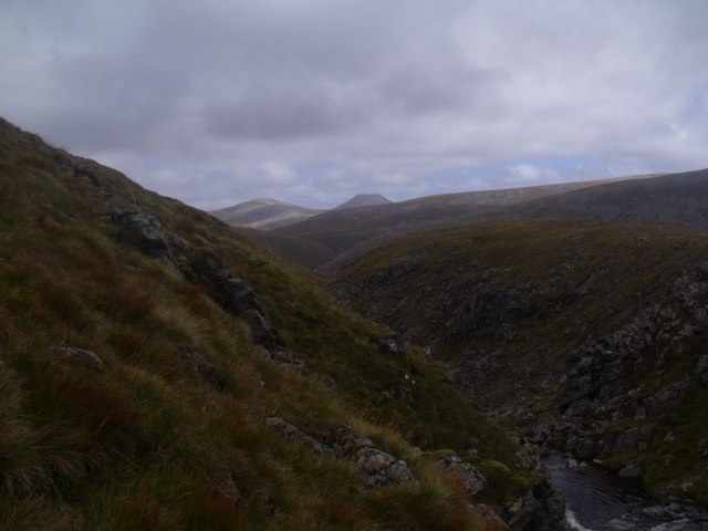 Steep bank above Caochan Dubh in the Eidart system, Glenfeshie