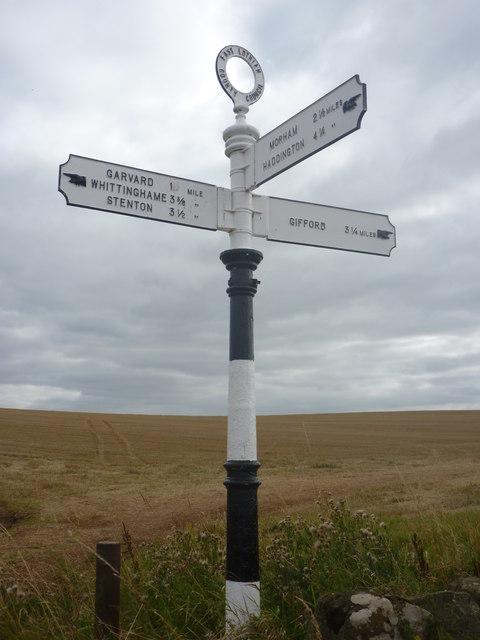 East Lothian Landscape : ELCC Fingerpost At Chesters Crossroads