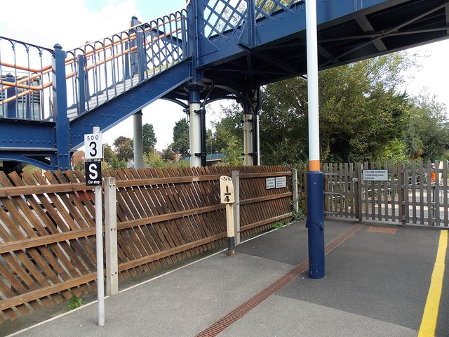Melton Mowbray railway station milepost and crossing gate