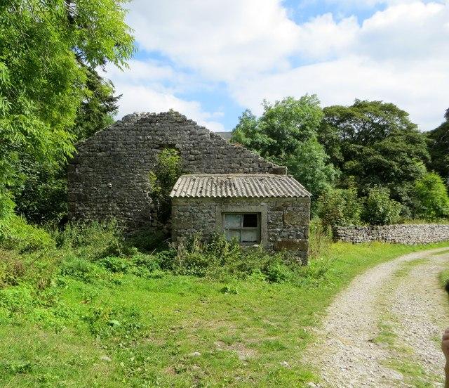 Derelict barn near Litton