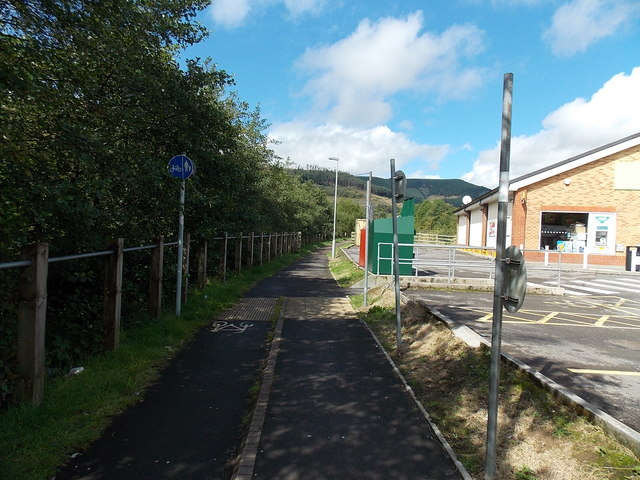 Path past the edge of the Co-operative Food store in Pontycymer