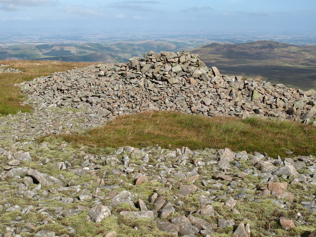 Shelter Cairn on Mid Hill
