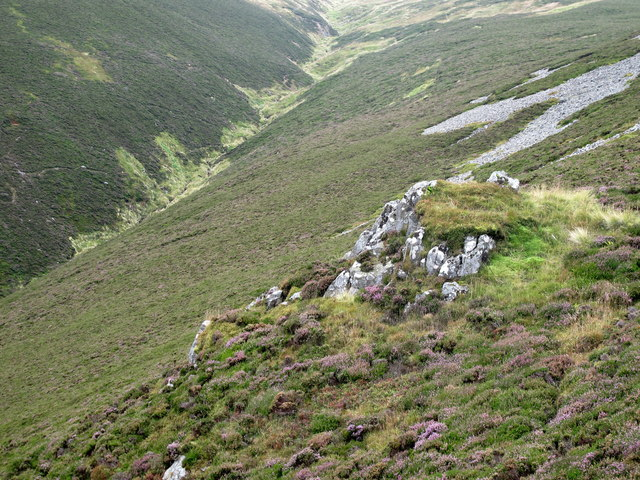 Rocky outcrop on Bellyside Hill