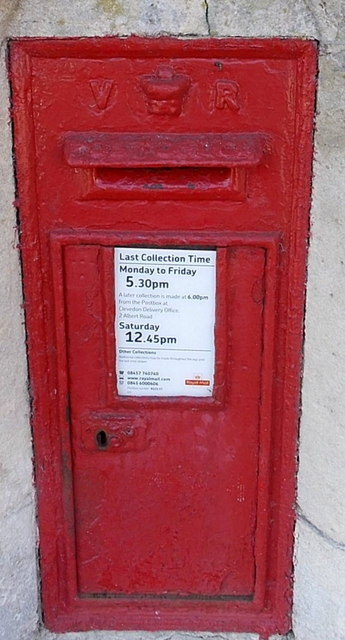 Queen Victoria postbox, Queen's Road, Clevedon