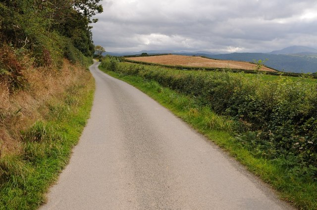 Country road above Ffrith Isa