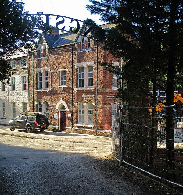 Durham: Waddington Street and the entrance to Kings Lodge Hotel