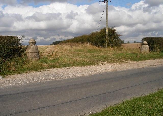 Field entrance, Huggate Wold
