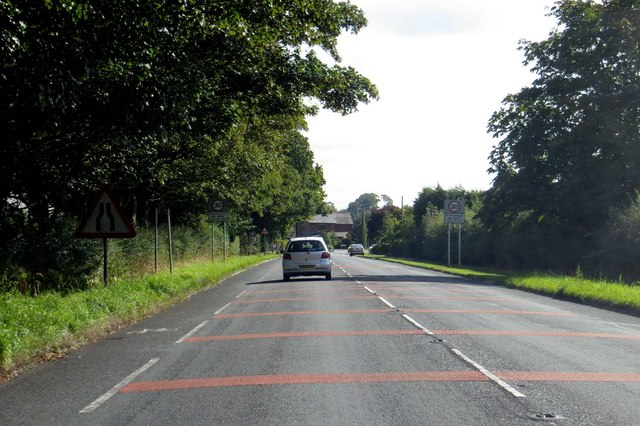 Blackpool Road entering St Michael's on Wyre