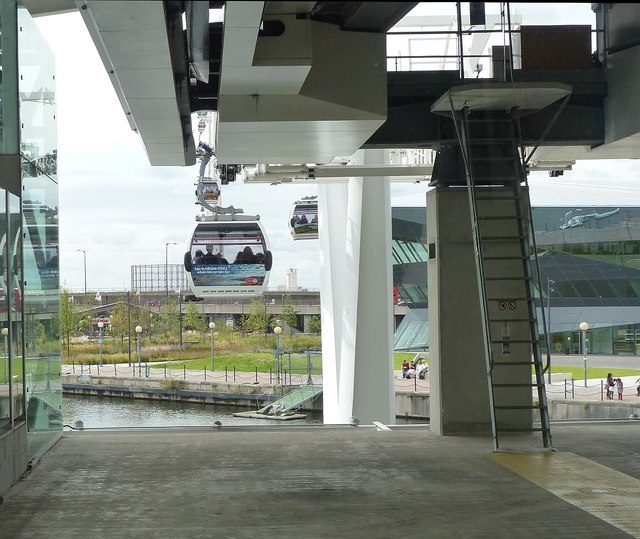 Emirates Cable Car - A gondola departs