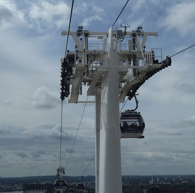 Emirates Cable Car - Approaching a pylon